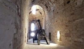 Gamla kanoner till försvar slotten Arkivfoto