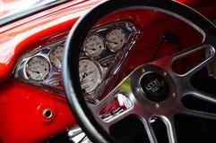 Gamla klassiska röda bilöppningsdetaljer Arkivbilder