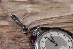 Gamla klockor på tabellen Royaltyfri Foto