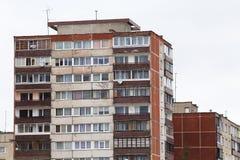 Gamla kollektiva husbyggnader i Vilnius Litauen royaltyfri fotografi