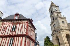 Gamla korsvirkes- färgrika hus i Vannes, Brittany (Bretagne) Royaltyfri Bild