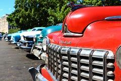 Gamla kubanska bilar Arkivbilder