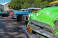Gamla kubanska bilar Royaltyfri Foto