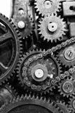 Gamla kugghjul och kuggar av motormekanismen Arkivbilder