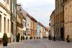 Gamla kulöra hus i Brasov, Rumänien Royaltyfria Foton