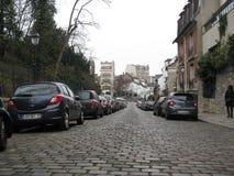 "Gamla kullerstengator runt om Sacré-CÅ ""ur, Paris royaltyfria bilder"