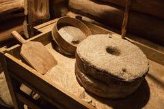 Gamla kvarnstenar för malande korn, tappning Royaltyfria Bilder