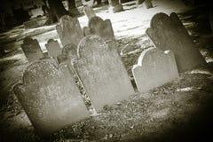 Gamla kyrkogårdar - gravstenCloseups royaltyfri foto