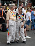 Gamla lesbiska par - Prague stolthet 2015 arkivbild
