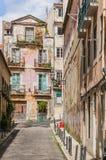Gamla Lissabon gata och tak Royaltyfri Fotografi