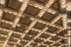 Gamla ljus för teaterstort festtälttak Arkivbilder