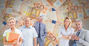 Gamla människor framme av euroanmärkningar royaltyfria bilder