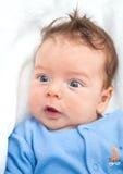 2 gamla månader behandla som ett barn pojken hemma Royaltyfri Fotografi