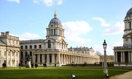 Gamla marinkontorssöder av London som bygger en del av det Greenwich universitetet Arkivfoton