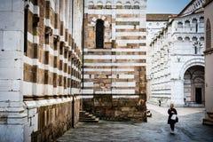 Gamla medeltida gator av Lucca - klassisk italiensk stad Royaltyfria Foton