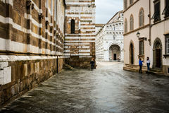Gamla medeltida gator av Lucca - klassisk italiensk stad II Arkivfoto