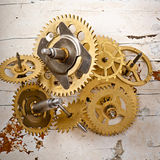 Gamla mekaniska klockakugghjul Royaltyfria Bilder