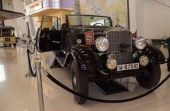 Gamla Mercedes-Benz Model 1939 G4 Offener som en gång turnerar vagnen som Arkivfoto