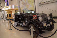 Gamla Mercedes-Benz Model 1939 G4 Offener som turnerar vagnen Royaltyfri Foto