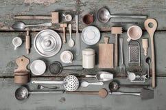 Gamla miniatyrer av kökutrustning för garnering royaltyfri foto
