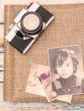 Gamla minnen för fotografialbum Arkivbilder