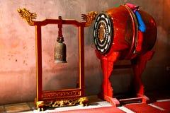 Gamla musikinstrument i Hanoi, Vietnam Royaltyfria Bilder