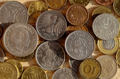 Gamla mynt från nordiskt och Österrike och tysk och brittisk schelli Royaltyfri Foto