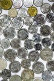 Gamla mynt, mynt, vit bakgrund, brasilian Arkivfoton