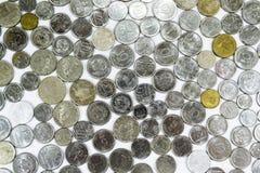 Gamla mynt, mynt, vit bakgrund, brasilian Royaltyfria Foton