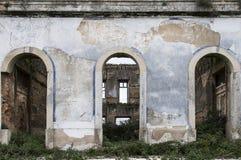 Gamla och övergav slottar fotografering för bildbyråer