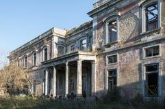 Gamla och övergav slottar royaltyfria foton