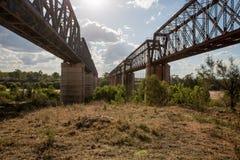 Gamla och nya Macrossan broar Arkivbilder