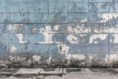 Gamla och smutsiga cementkvarterväggar texturerade bakgrund Royaltyfria Bilder