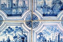 Gamla och spruckna väggtegelplattor Royaltyfri Fotografi