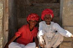 Gamla och unga indiska män Royaltyfria Bilder