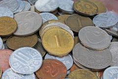 Gamla ogiltiga mynt från Europa Pengar för modellen för historiemynttextur myntar bakgrund Pfennig för utfyllnadsgodsSchillingGro Arkivfoton