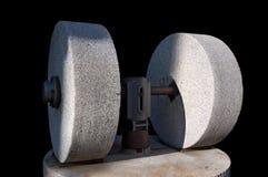 Gamla Olive Press med kvarnstenar som isoleras på svart Fotografering för Bildbyråer