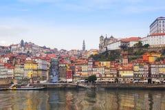 Gamla Oporto på den Douro banken, Portugal arkivbilder