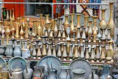 Gamla orientaliska antikvitetjungs och vaser Arkivfoton