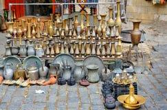 Gamla orientaliska antikvitetjungs och vaser Arkivfoto
