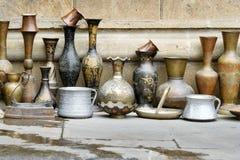Gamla orientaliska antikvitetjungs och vaser Royaltyfri Bild