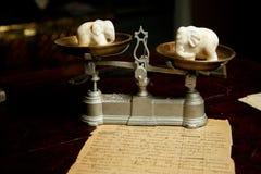 Gamla pappers- handskrivna bakgrundshäxaelefanter Royaltyfria Bilder