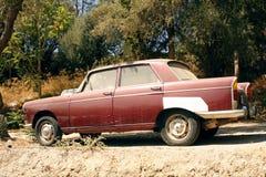 Gamla Peugeot 404 Royaltyfria Bilder