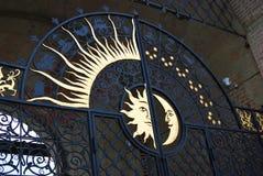 Gamla portar med solen och halvmånen Royaltyfri Bild