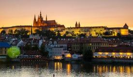 Gamla Prague från solnedgång för Charles broar Fotografering för Bildbyråer