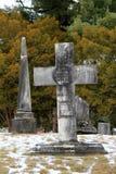 Gamla red ut gravstenar i den historiska norr Caldwell kyrkogården, sjö George, New York, 2016 Royaltyfri Bild