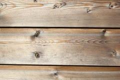 Gamla red ut träplankor med fnuren Royaltyfria Bilder