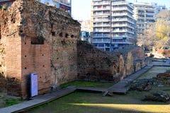 Gamla rest av slotten av Roman Emperor Galerius i Thessaloniki, Grekland arkivbilder