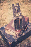 Gamla resväskor traver retro stil Arkivfoto