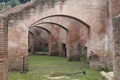 Gamla Roman Arch Royaltyfri Bild